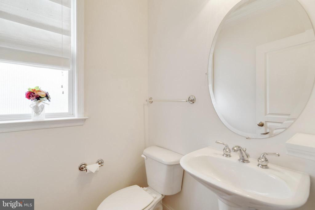 Powder Room - 6125 OLENDER PARK CT, MANASSAS