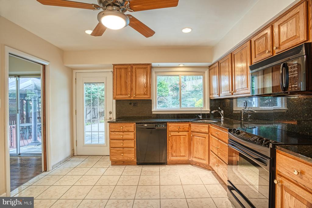 Kitchen with rear patio door exit - 6008 5TH RD N, ARLINGTON