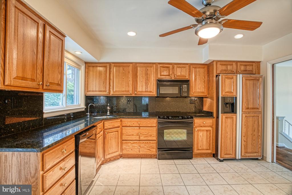 Kitchen - 6008 5TH RD N, ARLINGTON
