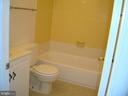 Upper Level Hall Full Bath - 6517 KOZIARA DR, BURKE