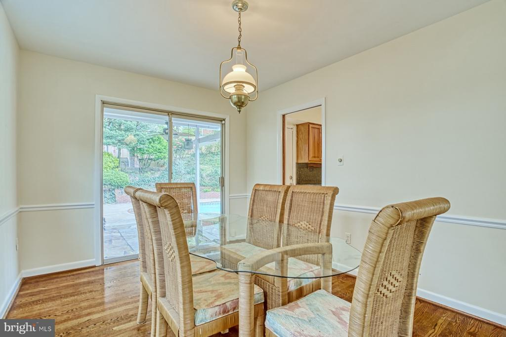 Dining room with sliding glass door - 6008 5TH RD N, ARLINGTON