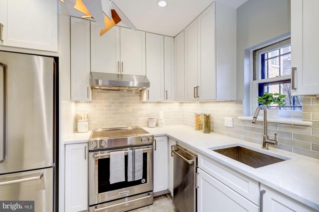 Kitchen with SS appliances and quartz Counters - 1813 16TH ST NW #1B, WASHINGTON