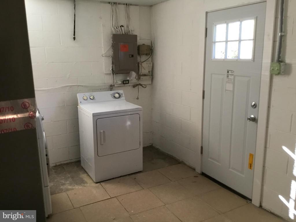Utility room - 652 ALABAMA DR, HERNDON
