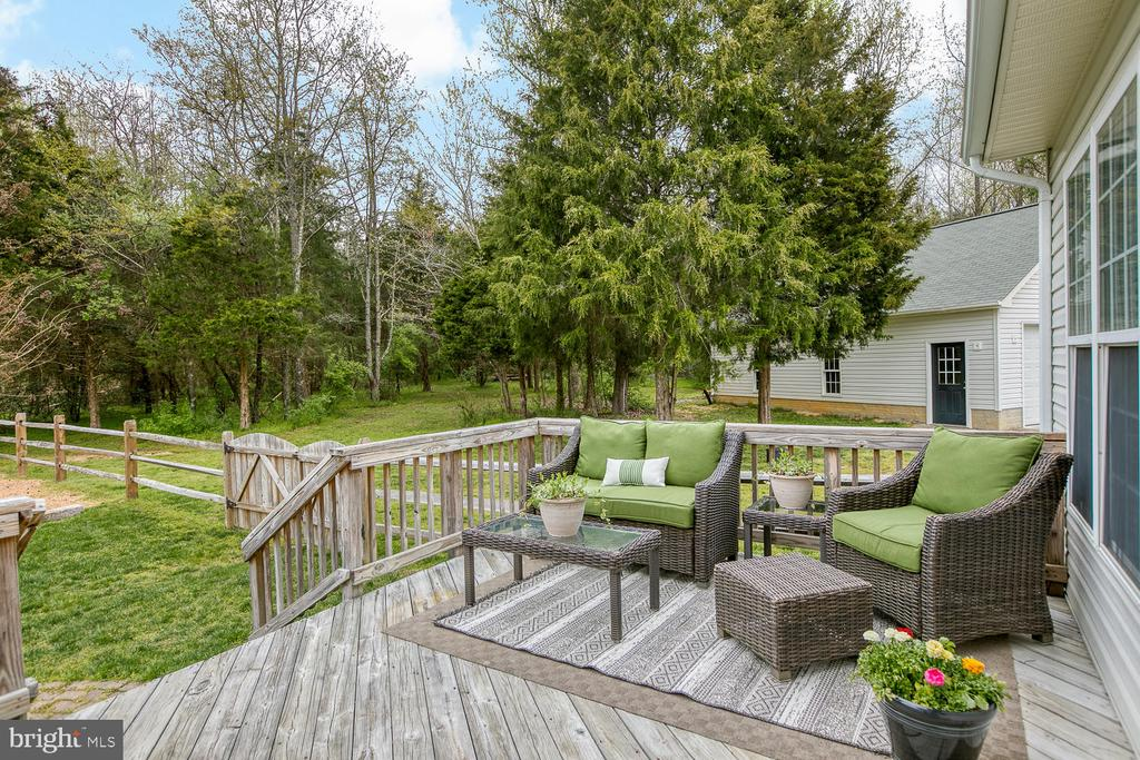 Deck overlooking back yard - 149 SUMMER BREEZE LN, FREDERICKSBURG