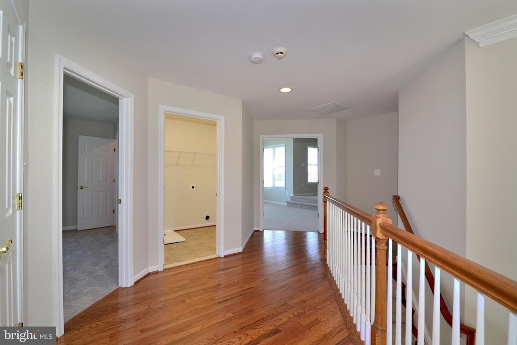 Upper Hallway - 14042 BLUE VIEW CT, LEESBURG
