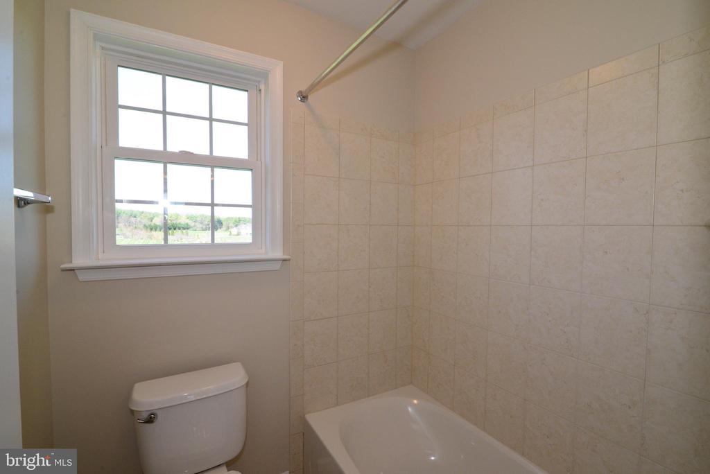 Jack 'N Jill Bathroom - 14042 BLUE VIEW CT, LEESBURG