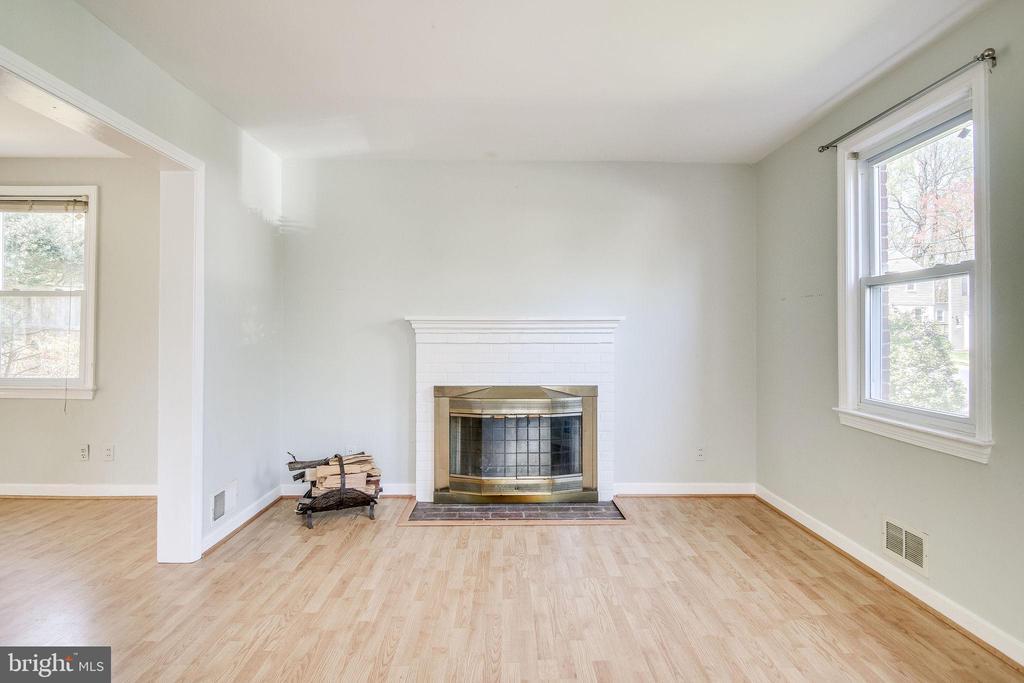 Living room - 5944 10TH RD N, ARLINGTON