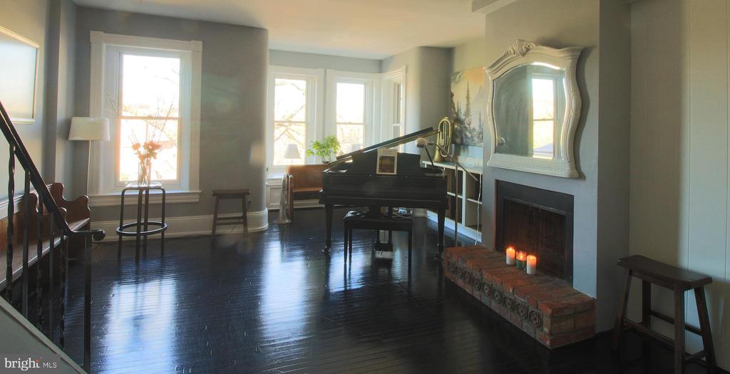 The music room features a functioning fireplace - 601 NORTH CAROLINA AVE SE, WASHINGTON