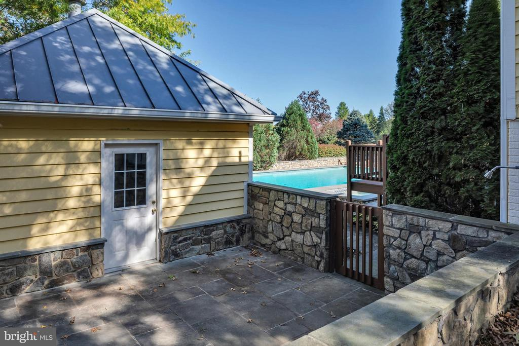 The pool house houses the pumps and the - 34332 BRIDGESTONE LN, BLUEMONT