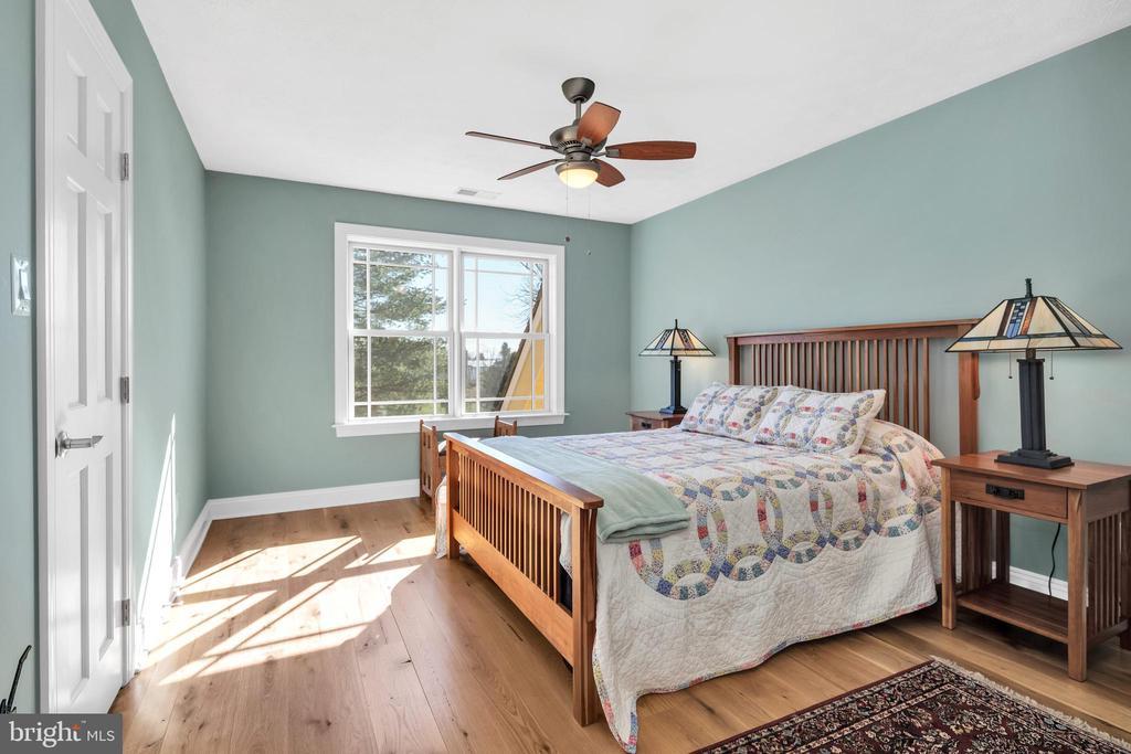 Bedroom 2 adjoins Jack & Jill bath - 34332 BRIDGESTONE LN, BLUEMONT
