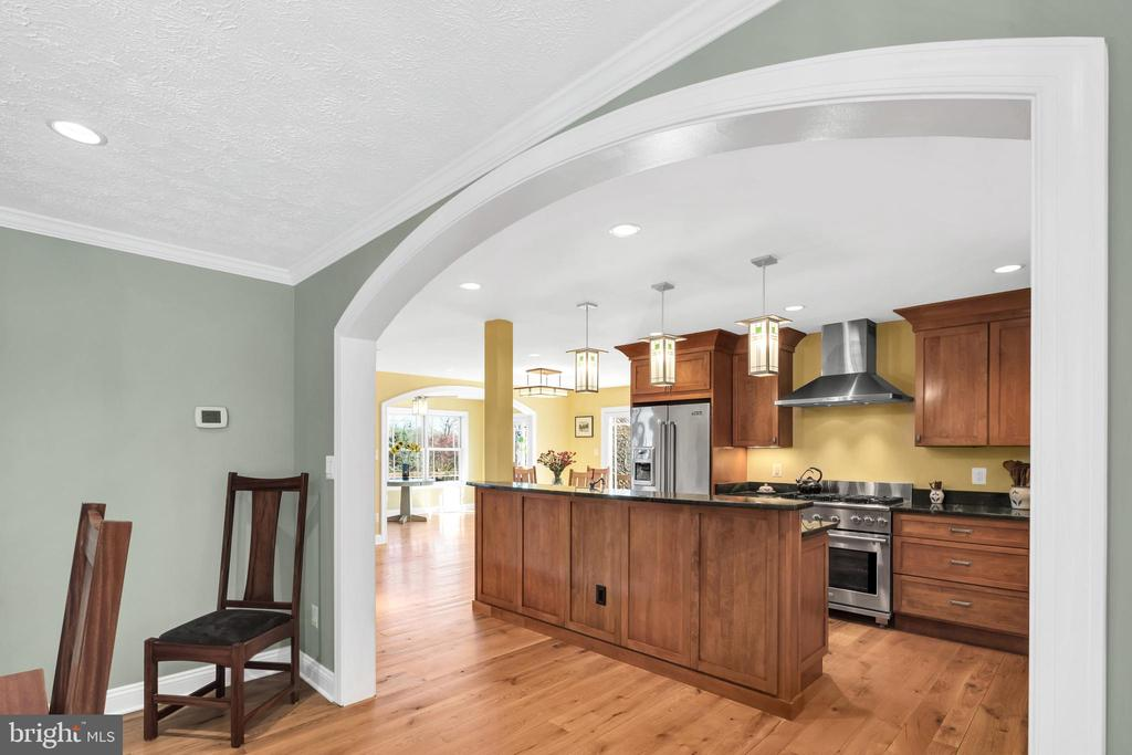 Open design with clearly defined spaces - 34332 BRIDGESTONE LN, BLUEMONT