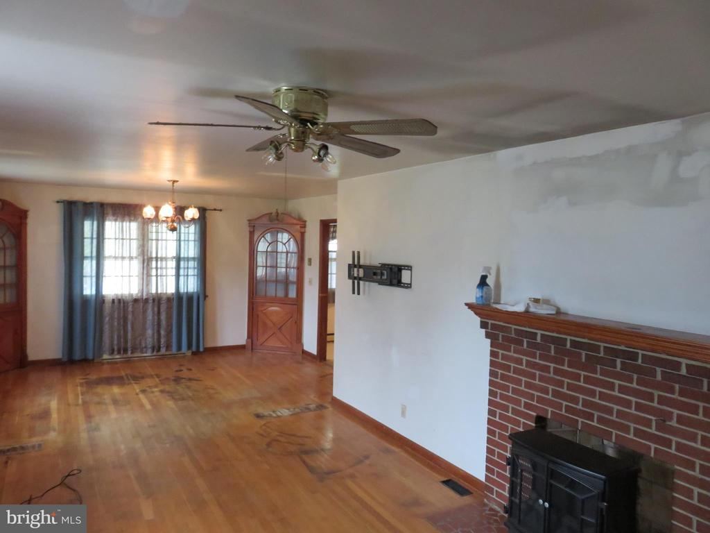 Fireplace in Family Room - 112 COLEBROOK RD, FREDERICKSBURG