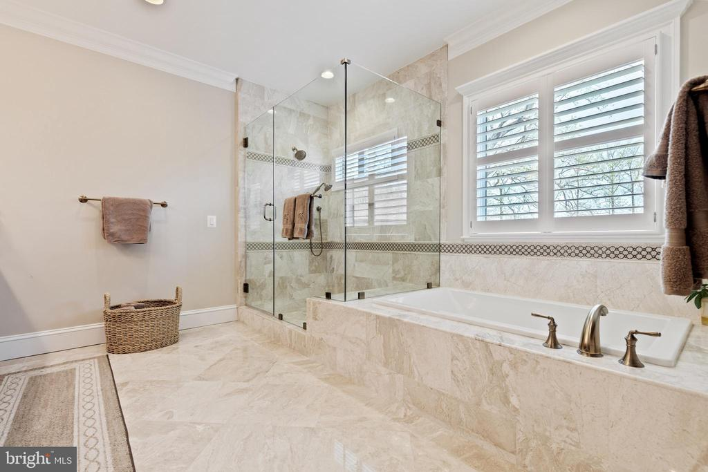 Master Bath with heated floors - 918 NINOVAN RD SE, VIENNA