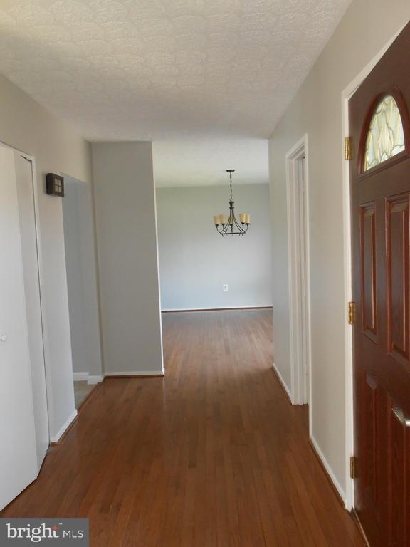 Front Hall to Dining Room - Hardwood Floor - 7702 BRANDON WAY, MANASSAS