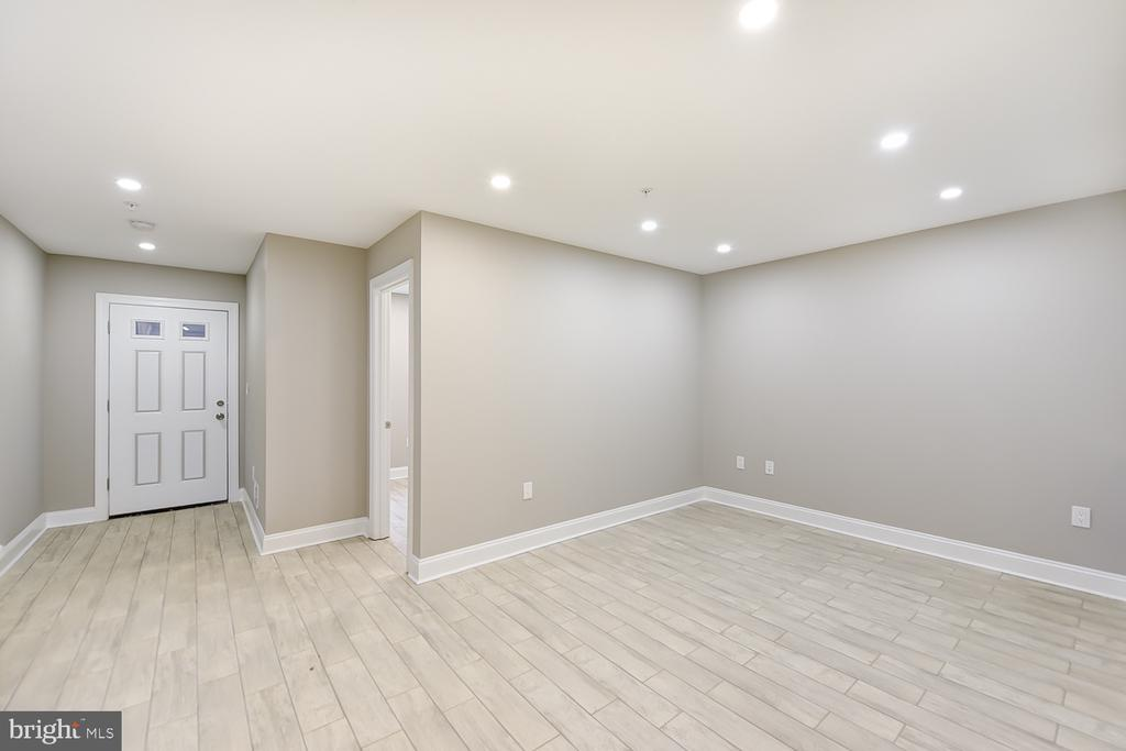 Basement w/Separate Entrance - 1167 MORSE ST NE #1, WASHINGTON