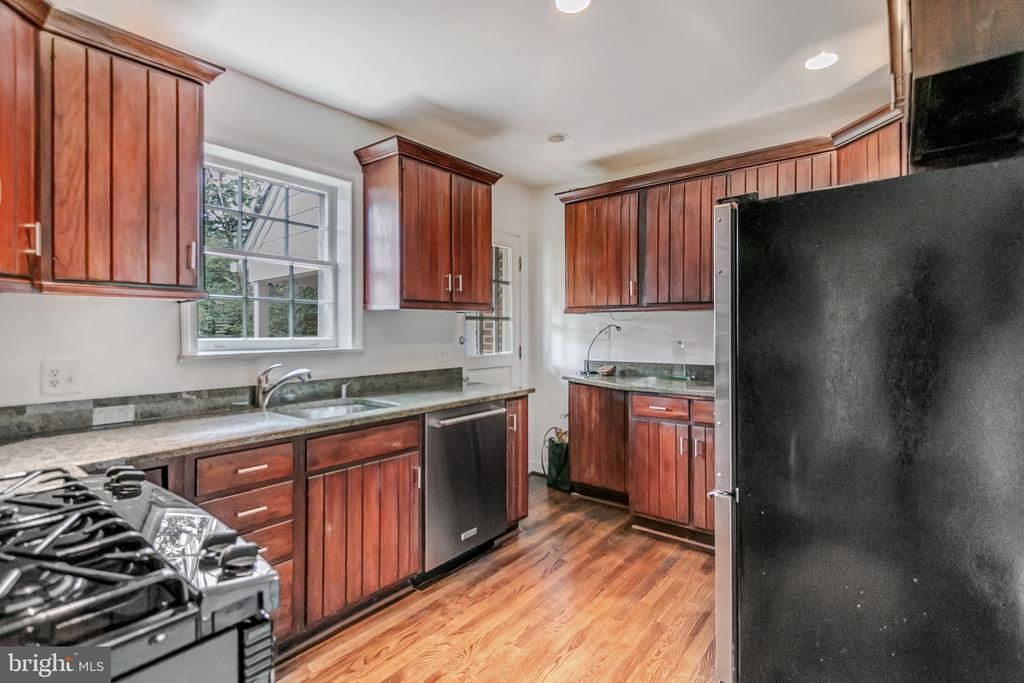 Gas cooking & SS appliances - 7007 CONNECTICUT AVE, CHEVY CHASE