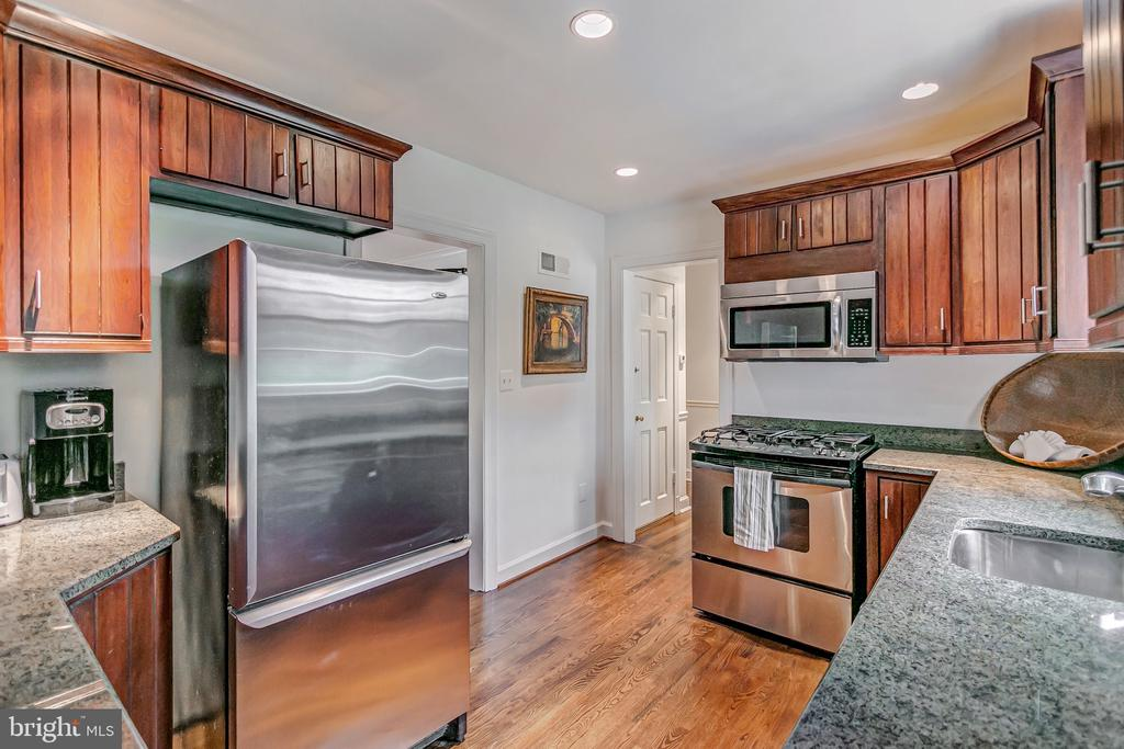 Granite counter tops - 7007 CONNECTICUT AVE, CHEVY CHASE