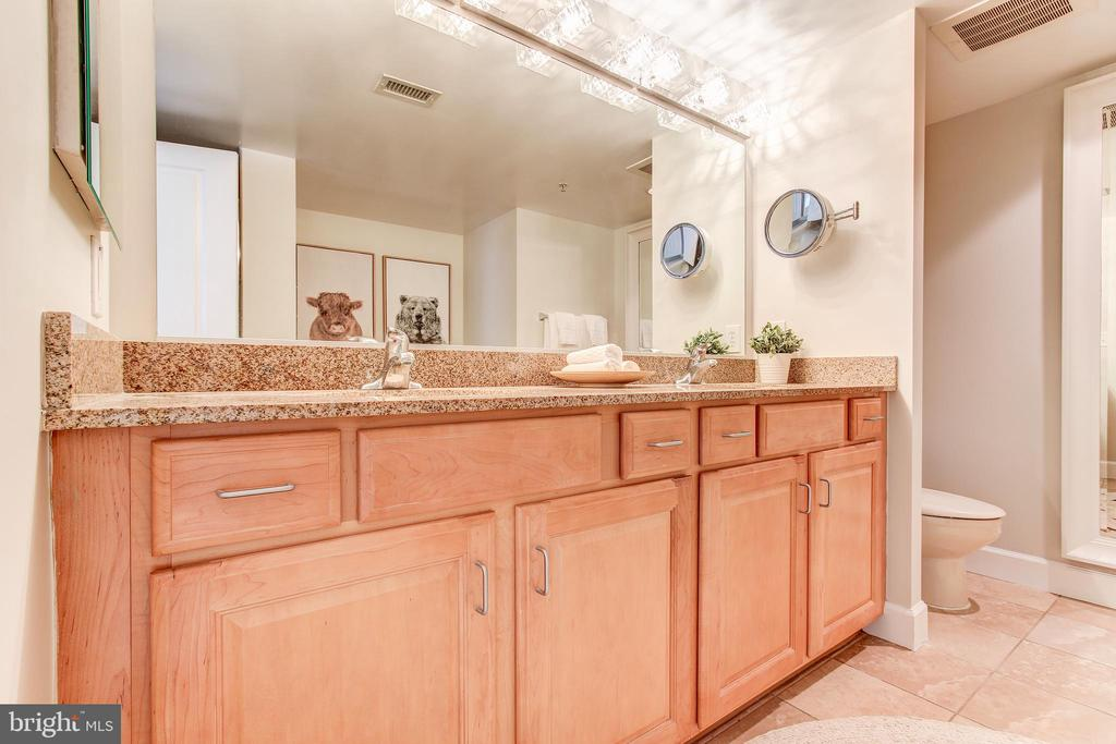 En suite master bathroom with double vanity - 1205 N GARFIELD ST #804, ARLINGTON