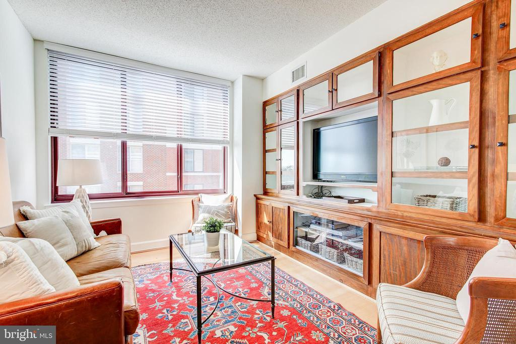 Den with custom built-ins - 1205 N GARFIELD ST #804, ARLINGTON