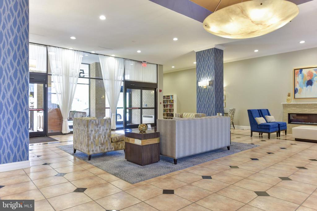 24 hour concierge in a newly remodeled lobby - 5500 HOLMES RUN PKWY #1210, ALEXANDRIA