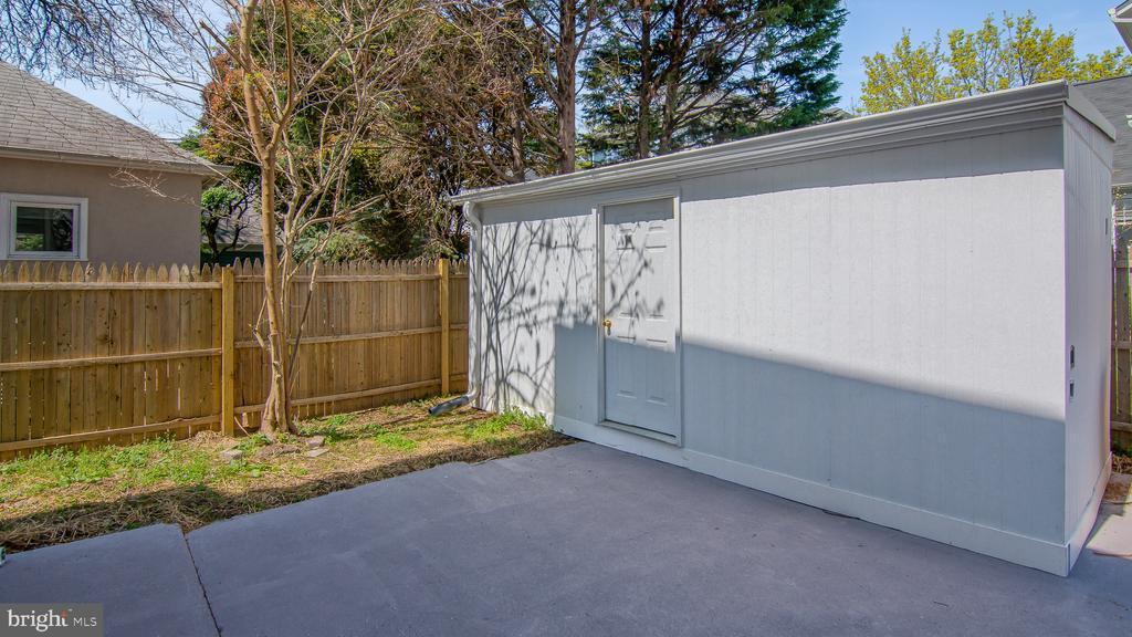 Huge shed - 3305 22ND ST N, ARLINGTON