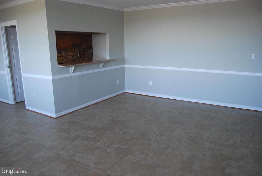 Living Room - 5500 HOLMES RUN PKWY #1517, ALEXANDRIA