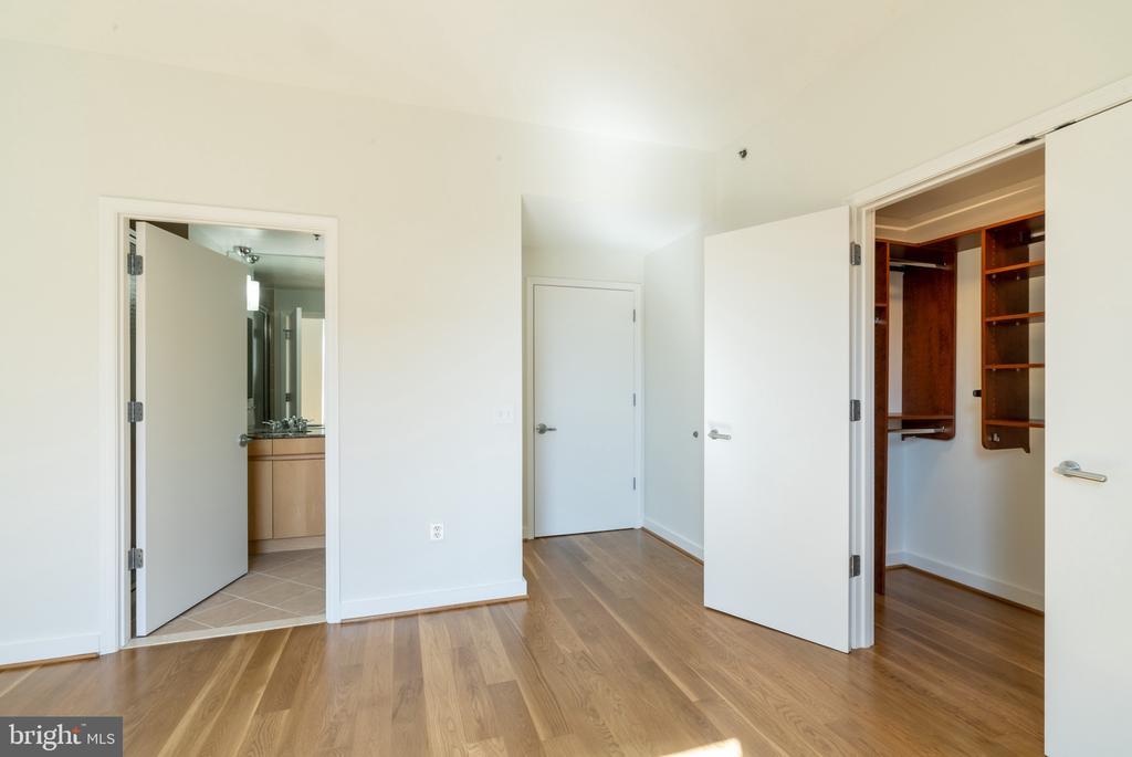 Bedroom 2, en suite bathroom - 675 E ST NW #900, WASHINGTON