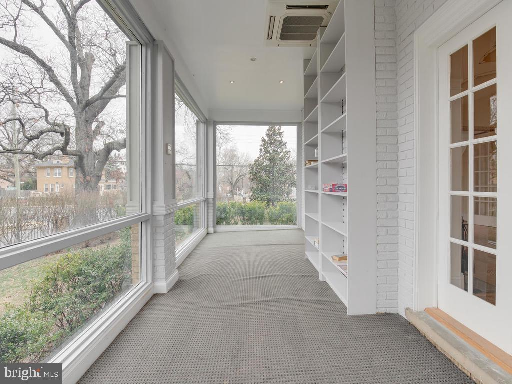 Enclosed porch - 6320 BALTIMORE AVENUE, UNIVERSITY PARK