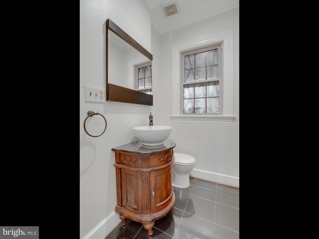 Powder room - 6320 BALTIMORE AVENUE, UNIVERSITY PARK