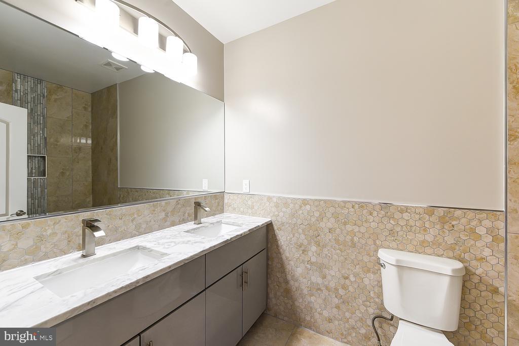 3rd Floor Full Bath - 1167 MORSE ST NE #2, WASHINGTON