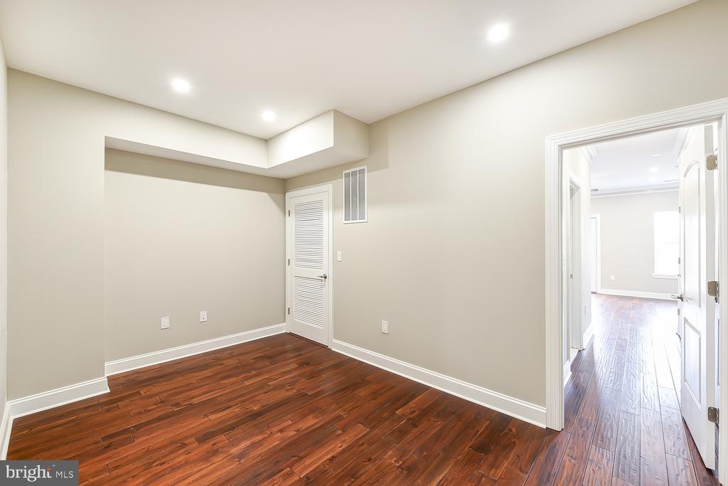 Lounge Area Off Master Suite - 1167 MORSE ST NE #2, WASHINGTON