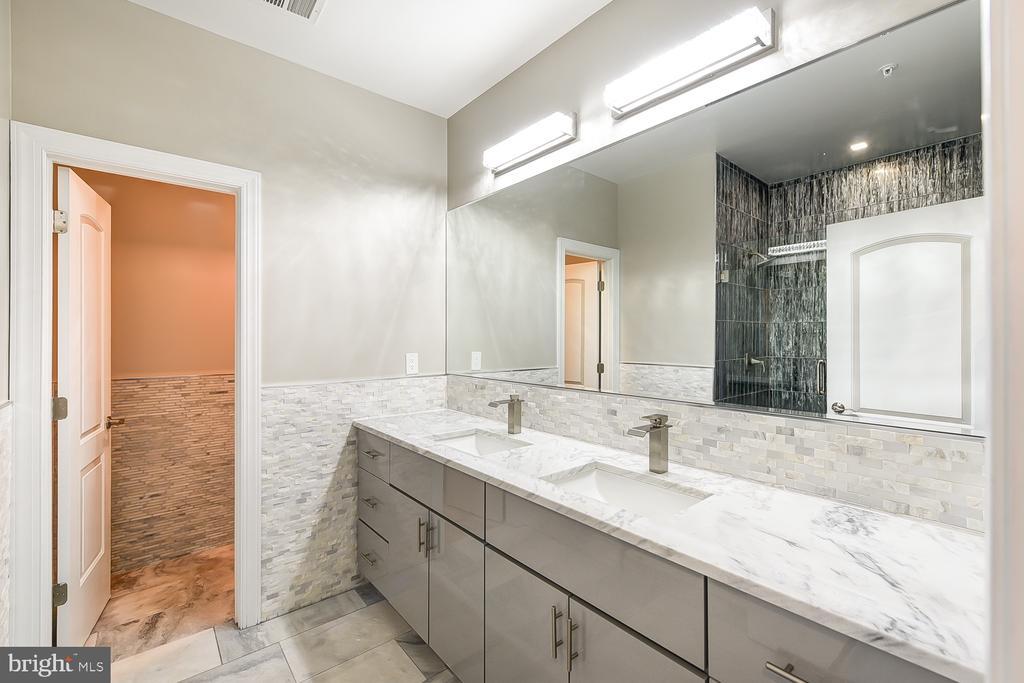 Master Bathroom w/Private Water Room - 1167 MORSE ST NE #2, WASHINGTON