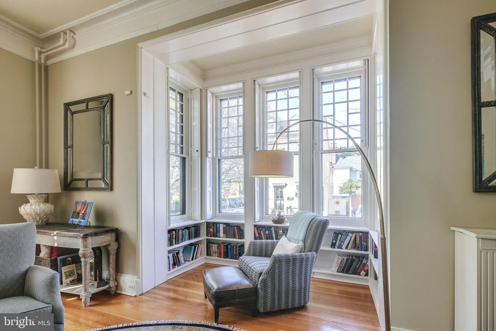 Wonderful reading nook in Living Room - 61 COLLEGE AVE, ANNAPOLIS