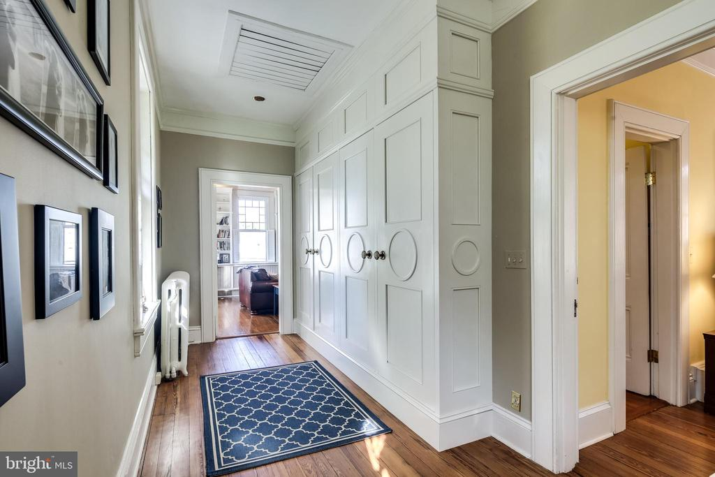 Built-in cabinets w/beautiful detailing outside MB - 61 COLLEGE AVE, ANNAPOLIS
