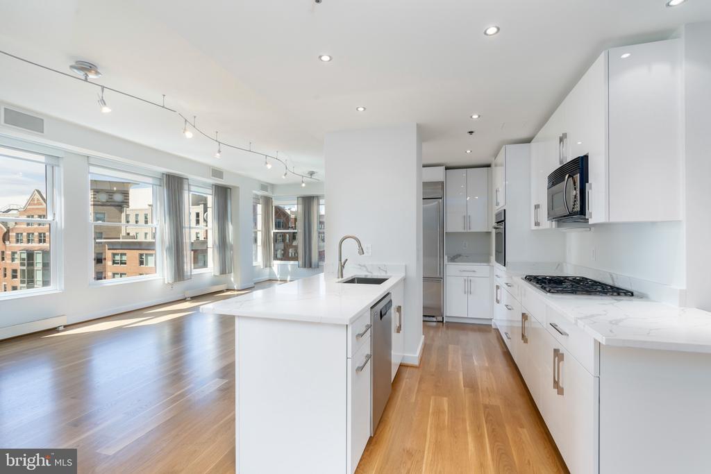 Kitchen, dining room, views - 675 E ST NW #900, WASHINGTON
