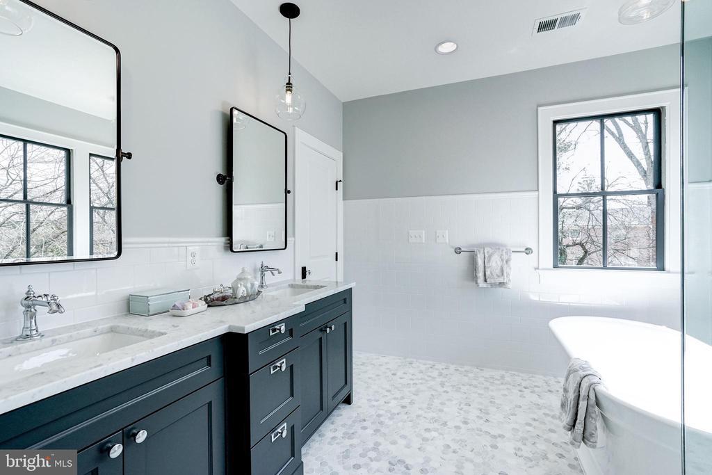tile wainscoting, pendant lights in master bath - 4856 33RD RD N, ARLINGTON