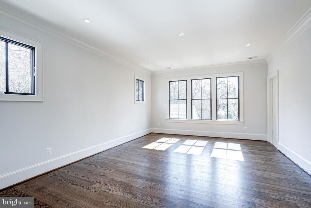 Triple windows in master BR overlook yard - 4856 33RD RD N, ARLINGTON
