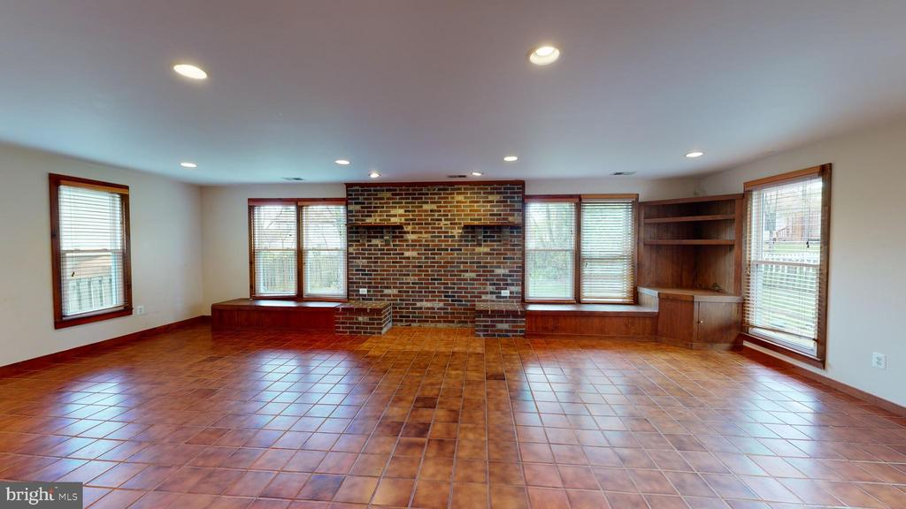 Built in cabinetry and views of rear yard - 12803 SCRANTON CT, HERNDON