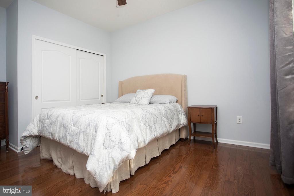Main level bedroom - 26 WAGONEERS LN, STAFFORD