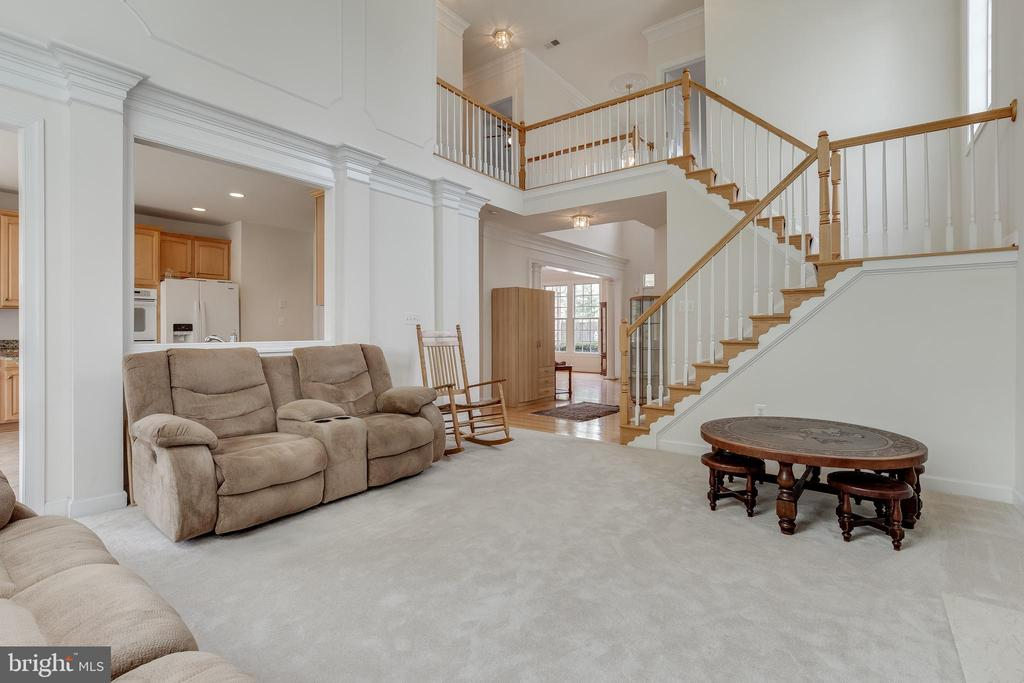 Open and airy family off of the kitchen - 1210 MARSEILLE LN, WOODBRIDGE