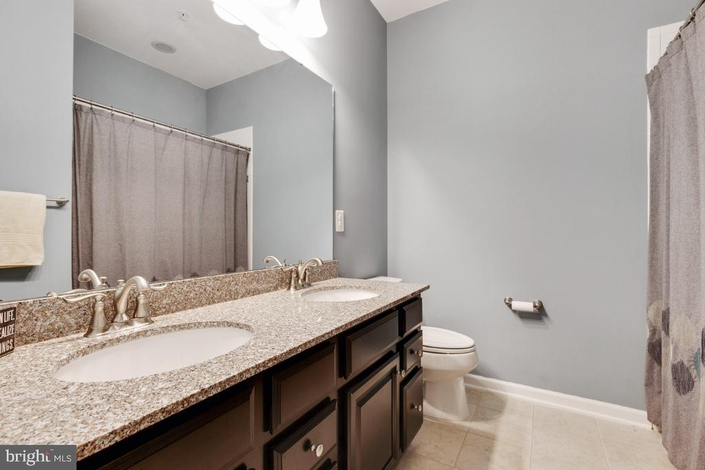 Hall Fullbath with Double Sinks - 455 KORNBLAU TER SE, LEESBURG