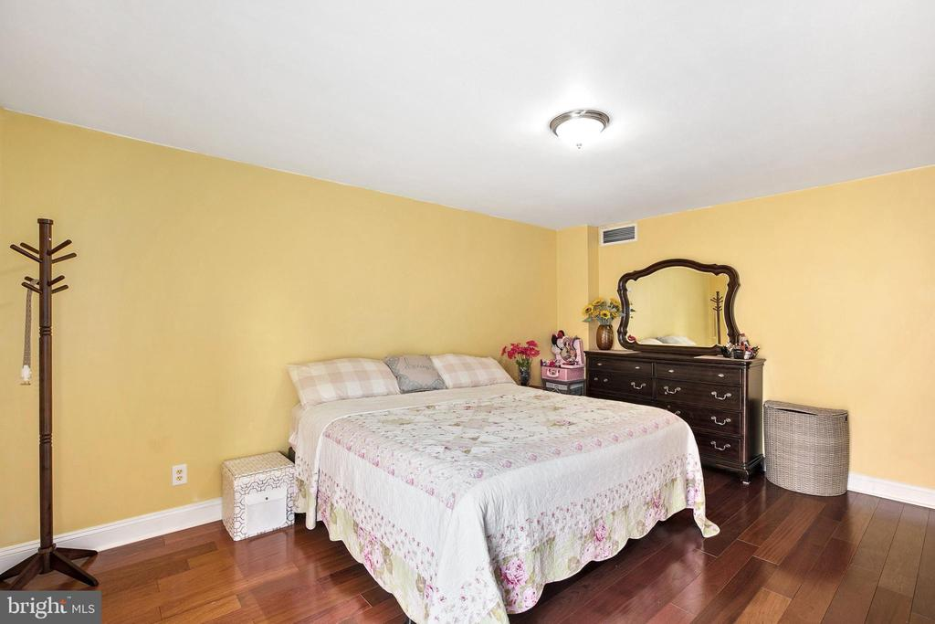 - 6143 LEESBURG PIKE #303, FALLS CHURCH