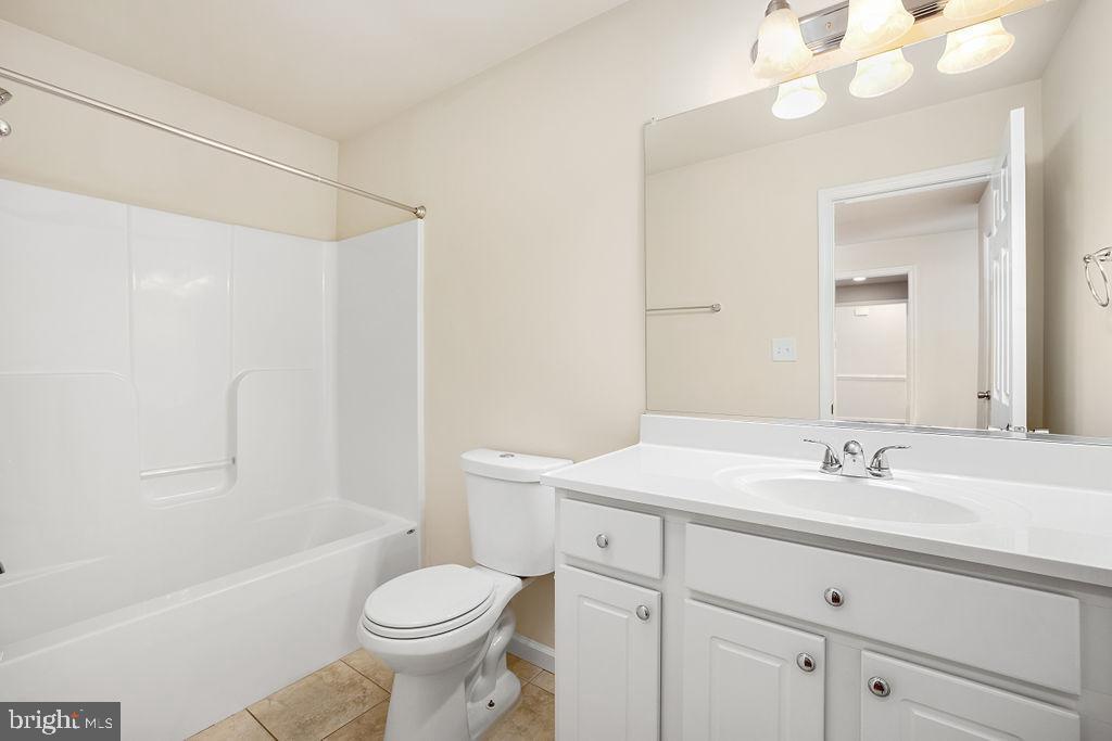 Hall Bath - 6488 SOUTHFORK LN, LOCUST GROVE