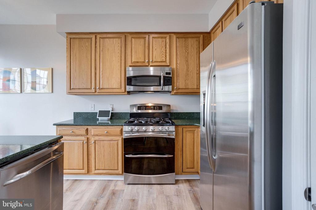 Nice stainless steel appliances - 7506 SHIRLEY HUNTER WAY, ALEXANDRIA
