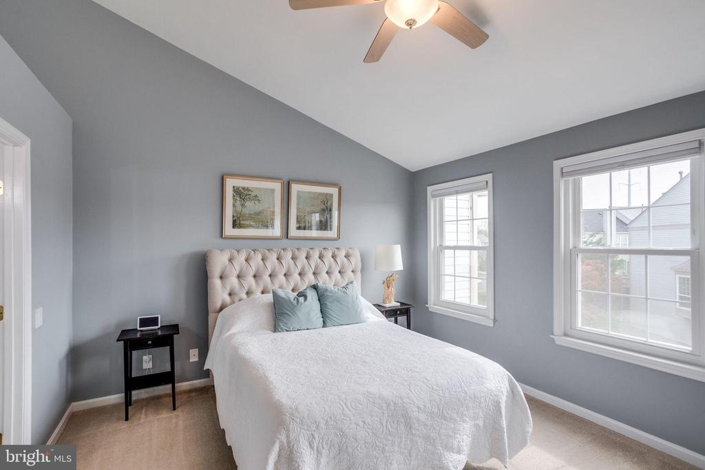 Master suite w/ cathedral ceiling - 7506 SHIRLEY HUNTER WAY, ALEXANDRIA