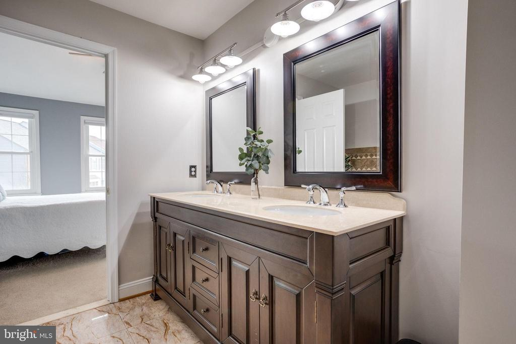Master bath w/ double sinks - 7506 SHIRLEY HUNTER WAY, ALEXANDRIA