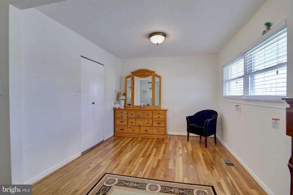Master bedroom sitting area - 201 E AMHURST ST, STERLING