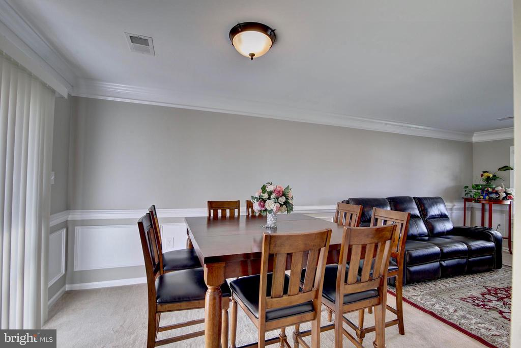 Dining room off kitchen & family room - 201 E AMHURST ST, STERLING
