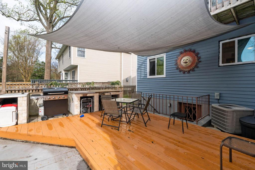 Deck off porch with Built In BBQ Area! - 1015 MAGOTHY PARK LN, ANNAPOLIS