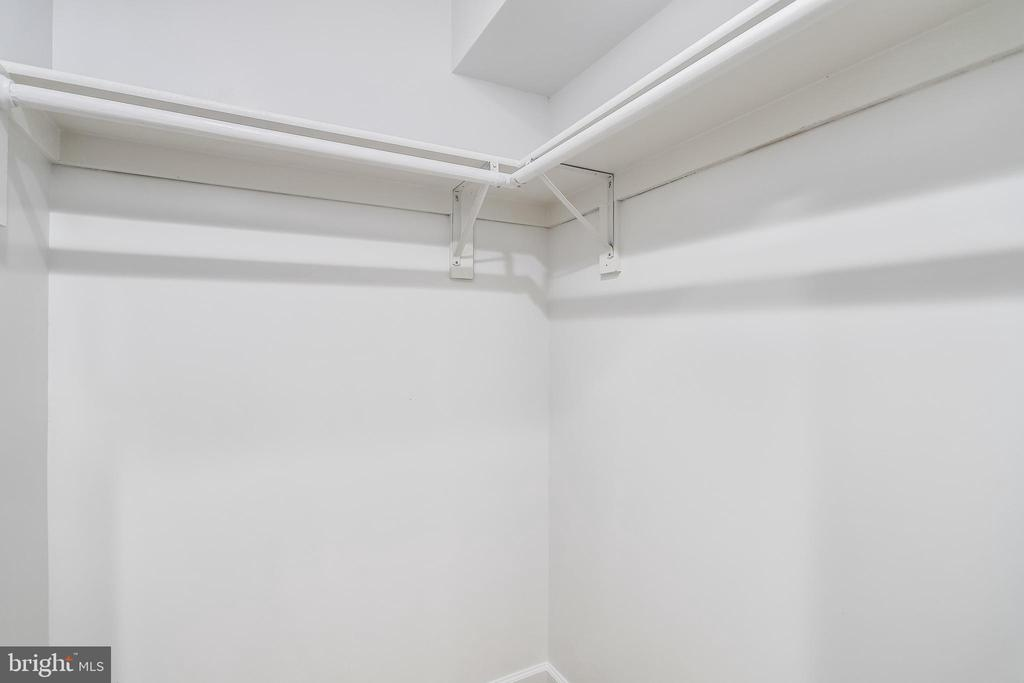 LL Walk In Closet - 4816 PEACOCK AVE, ALEXANDRIA